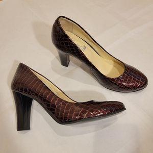 NWOB Liliany Romania Maroon Patent Leather Heels